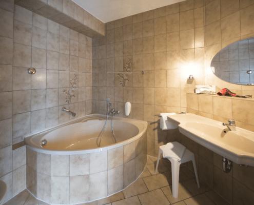 Bad mit Badewanne Reichel's Parkhotel Bad Windsheim